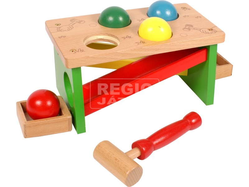 Kalapácsos fa játék labdákkal