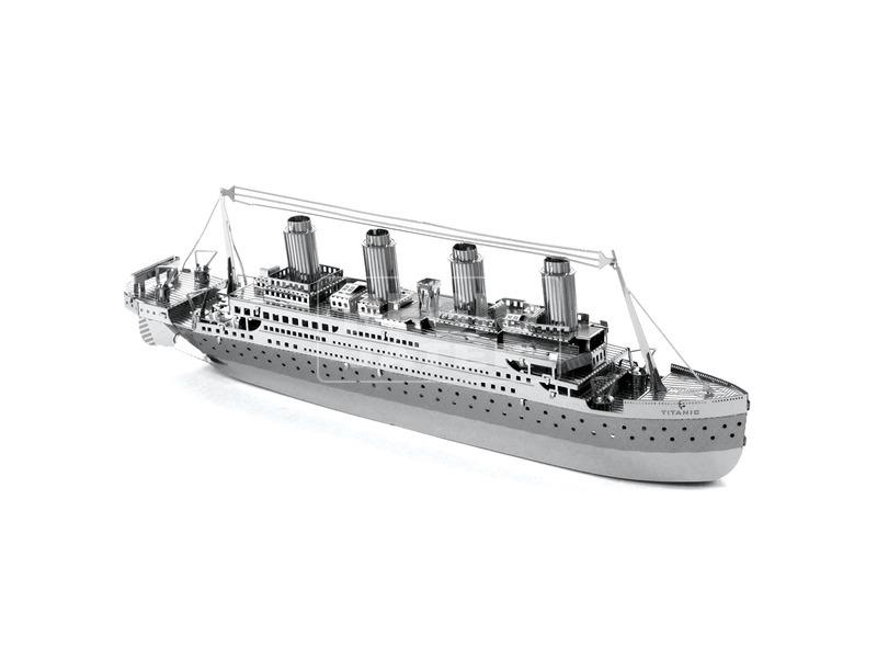 Metal Earth Titanic hajó modell