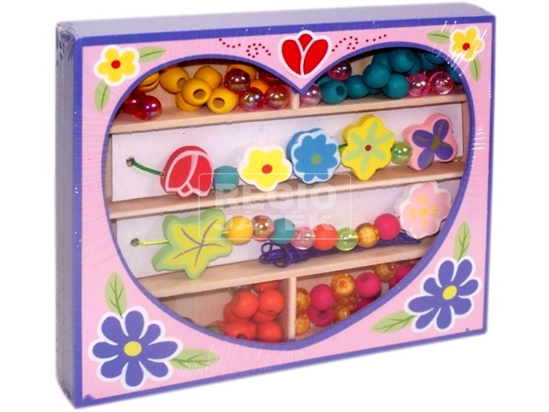 Fűzhető gyöngyök szívecskés fadobozban
