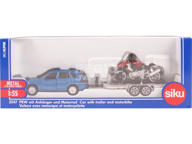 Autó utánfutóval és motorral