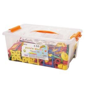 Műanyag építőjáték dobozban 570 darabos készlet