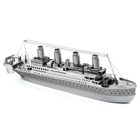 Metal Earth Titanic hajó modell