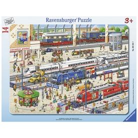A pályaudvaron 14 darabos puzzle